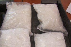 Tóm gọn đối tượng liều lĩnh vận chuyển 29kg ma túy đá đi tiêu thụ