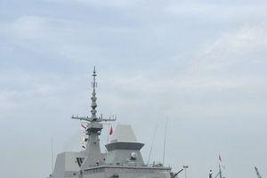 Khu trục 'tàng hình' RSS INTREPID Singapore cập cảng Đà Nẵng