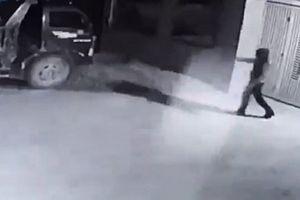 Truy tìm đối tượng bịt mặt bắn súng, đốt xe tải ở Thanh Hóa