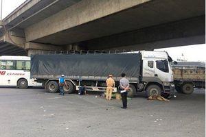 Hà Nội: Người phụ nữ va chạm với xe tải bị cuốn vào gầm tử vong