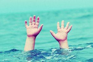 Lào Cai: 2 anh em ruột đuối nước thương tâm khi tắm suối