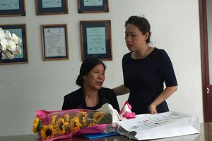 Nữ sinh qua đời vì ung thư: Mẹ nhận thay bằng tốt nghiệp cho con