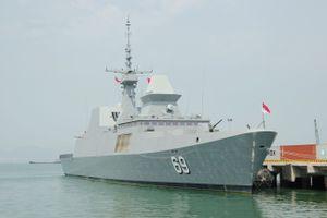 Khinh hạm RSS Intrepid của Hải quân Singapore cập cảng Tiên Sa