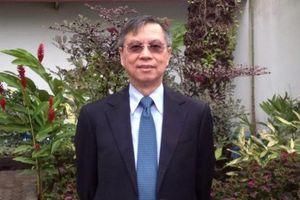 Người có nhiều bằng đại học nhất thế giới đến Việt Nam