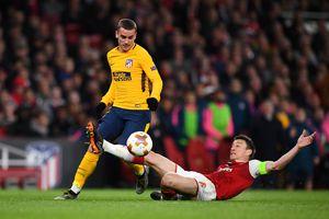 Phung phí cơ hội, Arsenal bị 10 người của Atletico cầm hòa