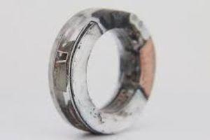 Chiếc nhẫn có giá đến 1.000 USD được chế tác từ chiếc iPhone 8