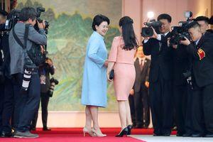 Hai đệ nhất phu nhân Hàn Quốc và Triều Tiên lần đầu gặp gỡ