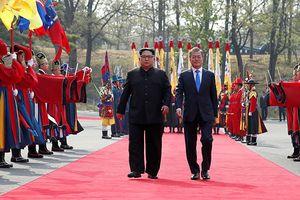Hé lộ món quà bất ngờ ông Kim Jong-un tặng Tổng thống Hàn Quốc