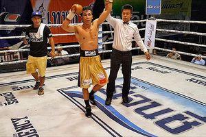 Võ sĩ Trần Văn Thảo hạ knock-out nhà vô địch Thái Lan