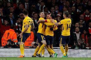 Arsenal hòa cay đắng, người Pháp hân hoan