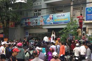 Clip cảnh sát Thanh Hóa đột kích tụ điểm 'Hội Thánh Đức Chúa Trời' kiêm bán hàng đa cấp