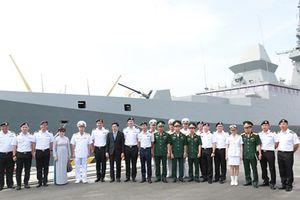 Tàu khu trục hiện đại nhất của Singapore cập cảng Tiên Sa