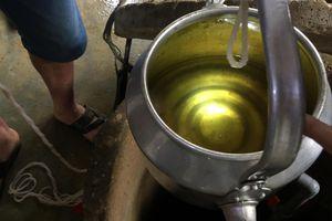 Vụ nước giếng múc lên có mùi dầu: Nguyên nhân do rò rỉ téc dầu?