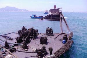 Trục vớt tàu hàng chìm 6 tháng ở biển Quy Nhơn