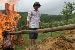 Giếng nước ở Hà Tĩnh bị nhiễm dầu hỏa do tẹc dầu của doanh nghiệp rò rỉ