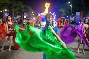 Bùng nổ đêm hội carnaval trên đường phố Hạ Long