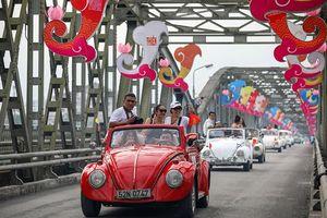 Hình ảnh đoàn xe cổ diễu hành trước thềm Festival Huế 2018