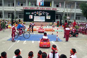 Nghiêm cấm phương tiện cơ giới lưu thông trong khuôn viên nhà trường