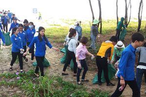 Học sinh Đà Nẵng đổi rác lấy vở