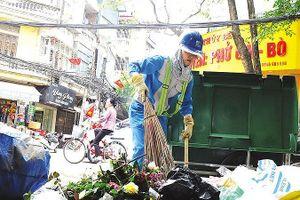 Tăng gấp 10 lần xử phạt vi phạm môi trường: Rác vẫn ngập phố phường