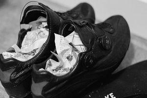Chẳng cần phơi hay sấy lâu, giày ướt đến mấy cũng khô nhanh với 6 cách đơn giản