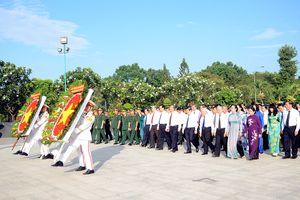 Lãnh đạo TP.Hồ Chí Minh dâng hương tưởng niệm các anh hùng liệt sĩ