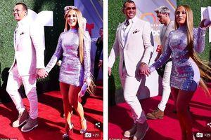 Jennifer Lopez đẹp 'bốc lửa' với đầm gợi cảm, sánh bước bên bạn trai