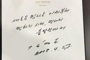 Chuyên gia 'giải mã' tính cách của ông Kim Jong-un qua chữ viết tay tại Nhà Hòa Bình
