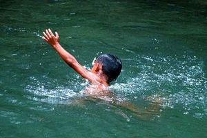 Nghê An: Hai trẻ tử vong do đuối nước ở đập gần nhà