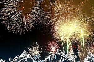 Ngắm pháo hoa rực rỡ tại Lễ hội Carnaval Hạ Long