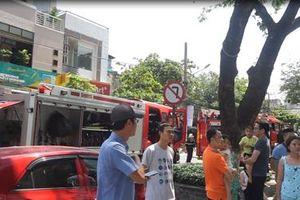 Cháy chung cư 26 tầng, hàng trăm người tháo chạy