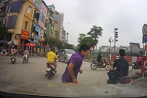 'Vũ điệu' giao thông giữa Hà thành qua clip 'Một phút ra đường'