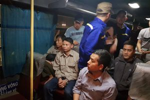 Quảng Ninh: Bắt quả tang 9 công nhân TKV 'xóc đĩa' trên ô tô