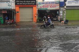 Người Sài Gòn bất ngờ dịu mát sau cơn mưa lớn 'giải nhiệt' đầu mùa