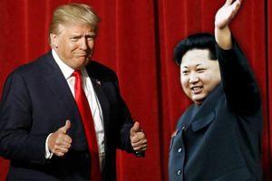 Sau cái nắm tay Hàn - Triều, 'bóng' giờ đã đến chân Trump
