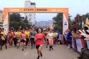 Giải marathon quốc tế 'Chạy trên cung đường Hạnh Phúc' năm 2018