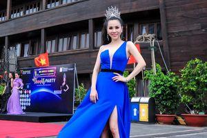 Hoa hậu Châu Ngọc Bích gợi cảm với váy xẻ cao