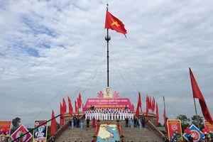 Quảng Trị: Linh thiêng lễ Thượng cờ ngày hội thống nhất bên vĩ tuyến 17