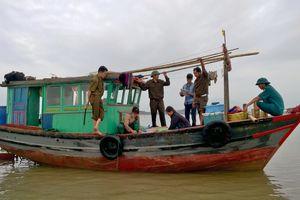 Hà Tĩnh: Liên tiếp bắt các tàu khai thác hải sản trái phép