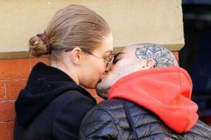Gigi Hadid và Zayn Malik công khai tái hợp bằng nụ hôn ngọt ngào