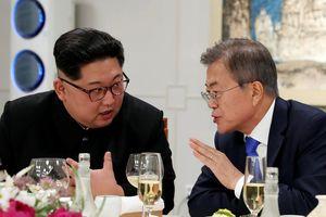 Kim Jong Un kiềm chế hút thuốc lá trong cuộc gặp liên Triều