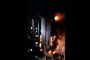 Video chung cư tại trung tâm Sau Paulo gặp hỏa hoạn, cháy rực