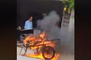Phóng hỏa đốt xe kéo vì đỗ trước cửa nhà mình