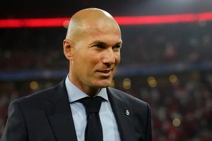 Ba lần liên tiếp vào chung kết Cúp C1, Zidane lập kỳ tích sánh ngang thầy cũ
