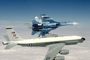 Su-27 Nga chặn máy bay Mỹ trên biển Baltic