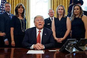 Tổng thống Trump ca ngợi nữ phi công vụ nổ động cơ máy bay