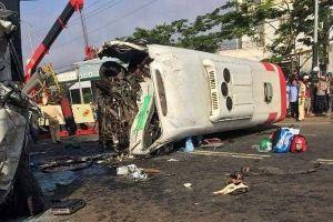Lâm Đồng: Xe khách đối đầu xe tải khiến 1 người chết, 10 bị thương