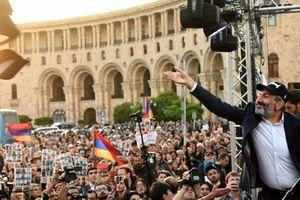 Lãnh đạo đối lập nước láng giềng Nga dọa gây 'sóng thần chính trị'
