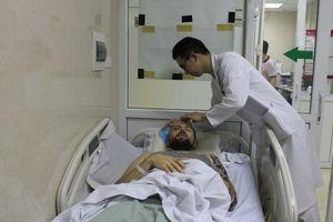 Bệnh viện E cứu sống bệnh nhân người nước ngoài hôn mê sâu