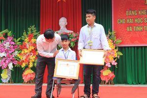 Tặng bằng khen của Bộ trưởng Bộ GD-ĐT cho 3 học sinh tốt bụng giúp bạn, cứu người tỉnh Thanh Hóa